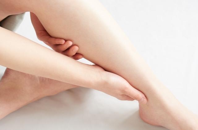 足の関節の違和感の原因